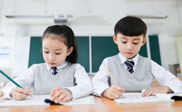 """孩子做事拖拉、磨蹭,作业要写一晚上?不妨教他""""三只青蛙""""法则"""