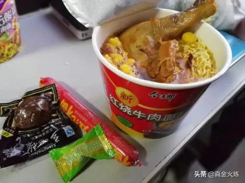 100块买了4盒肖战代言的自热米饭,不褒不贬,吃完有点后悔!