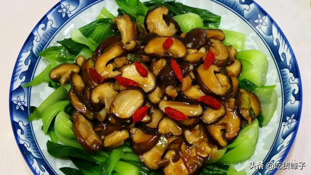 炒青菜时,最忌直接下锅炒,大厨:多加这2步,青菜又脆又好吃