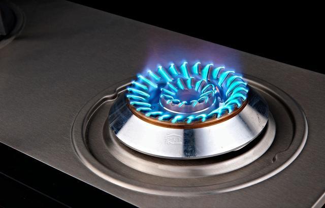 家里有股煤气味,回家闻到天然气味?千万别慌,学会这4招能自救!