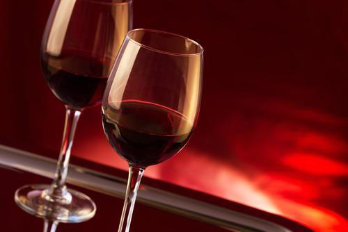 葡萄酒能不能加蜂蜜?红酒可以喝蜂蜜兑着一起喝吗?