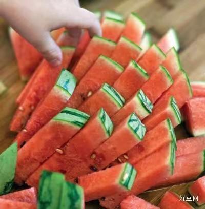 教授教你切西瓜、菠萝、猕猴桃、橙子、芒果…这可能是最好的方法