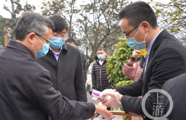 """重庆副市长带头""""下馆子""""吃火锅:今天真的非常解馋!"""