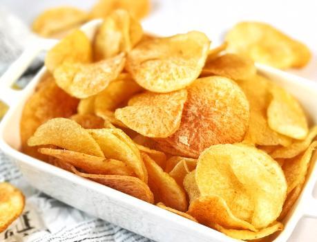家庭炸薯片,成本不到2块钱,金黄酥脆好吃还卫生,学会不用买了