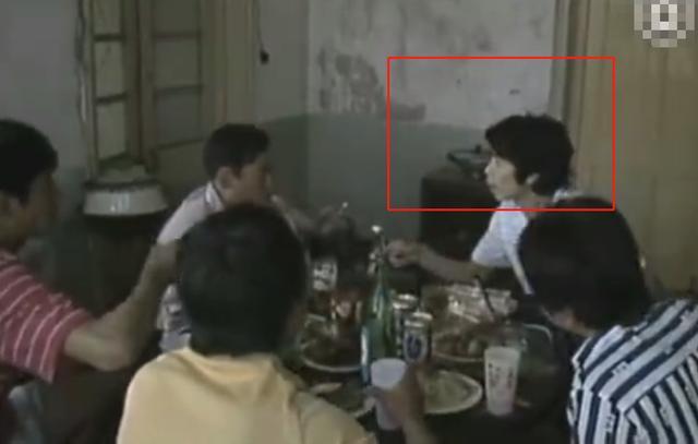 冯小刚旧照曝光,30岁时出演《便衣警察》,长发造型痞气十足