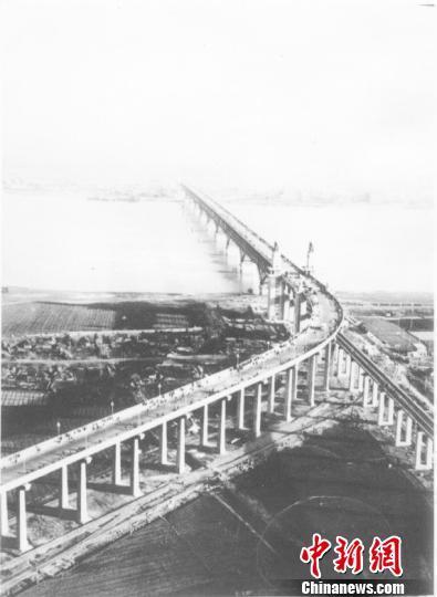 """电脑的桥,""""大桥精神""""创造奇迹:从第一座争气桥到长江上的动脉网"""