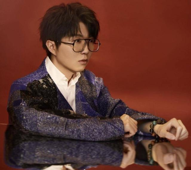 毛不易替爱宠发声,相比蔡徐坤他能否胜任《创3》导师?