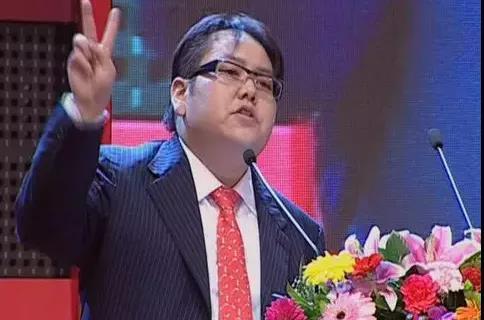 22岁接班,10余年输光家业,他可能是中国最惨的富二代