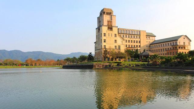 武漢首影傳媒,武漢市區唯一用華語影視巨星名字命名的學院:定位高端,位置偏僻