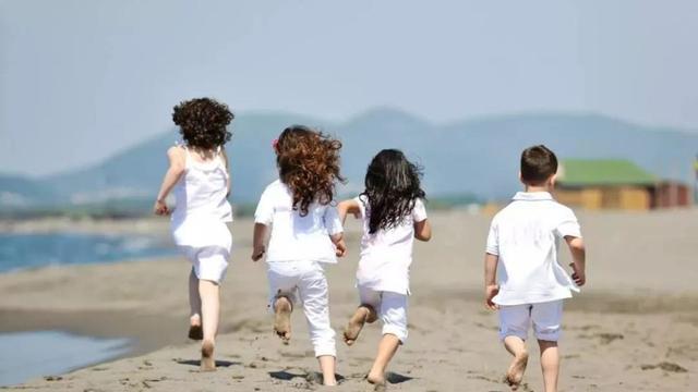 """孩子总抗拒和小伙伴一起玩?孩子的儿童""""社交恐惧"""",家长别忽略"""