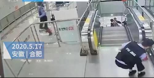 辅警跨过围栏5秒关停电梯 处理及时 老人并无大碍