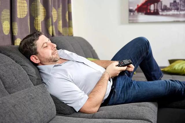 在家里也能娱乐,看电影玩游戏全靠电视机