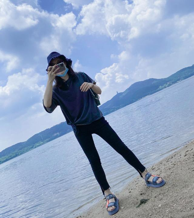 """赵今麦VS夏梦,学霸妹妹们的夏日系穿搭,谁更有""""少女感""""?"""