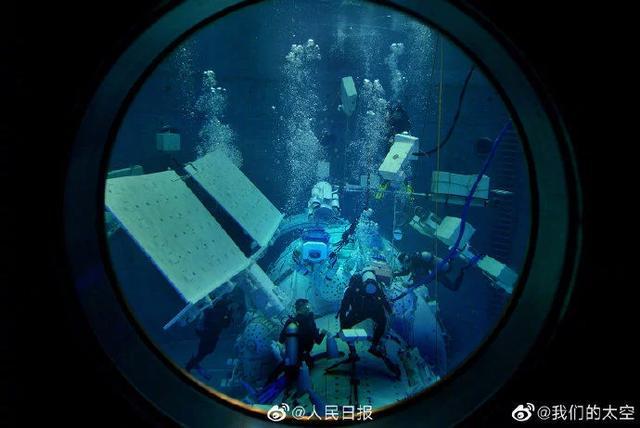 大片感!航天员水下失重训练画面
